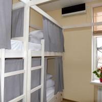 8-beds_room